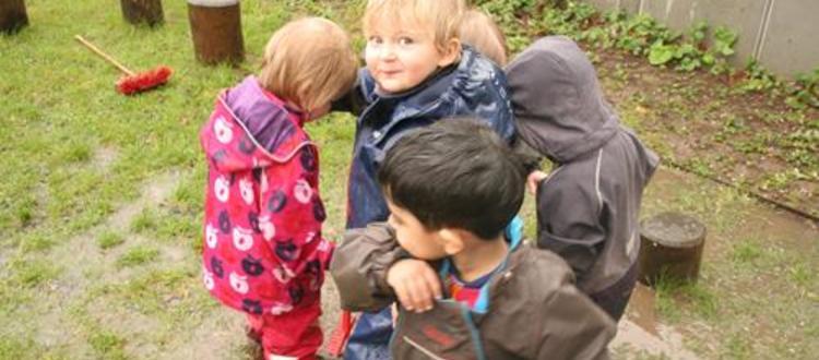 Børn fra daginstitution i Københhavn S, der har et drømmejob til pædagog med Marte Meo uddannelse.