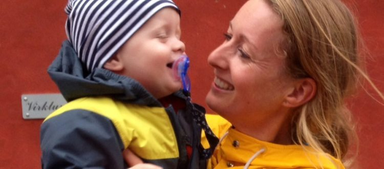 God kontakt mellem Signe Larsen og sønnen Louis. Marte Meo dagene 2016.
